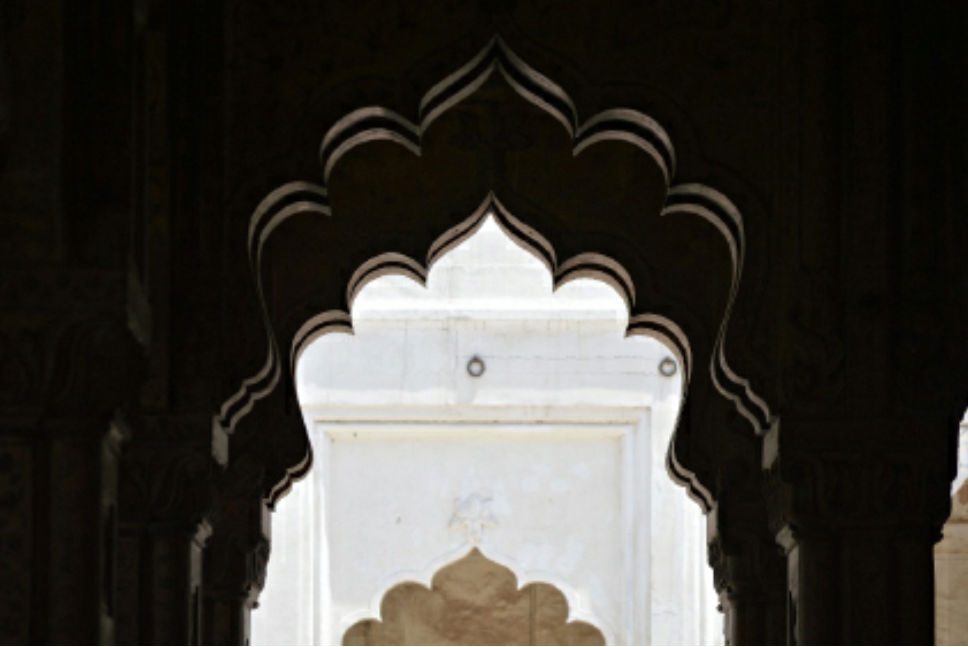 Flowing arches of the Diwan-e-Khas, smooth and symmetrical as if drawn on a pape