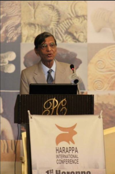 Mr. Vasant Dave | Author Of Trade Winds Of Meluhha - Addressing A Conference